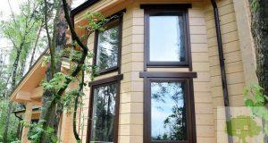 Деревянное окно в чистовой обсаде с наличниками изнутри и снаружи okna-fresh.ru